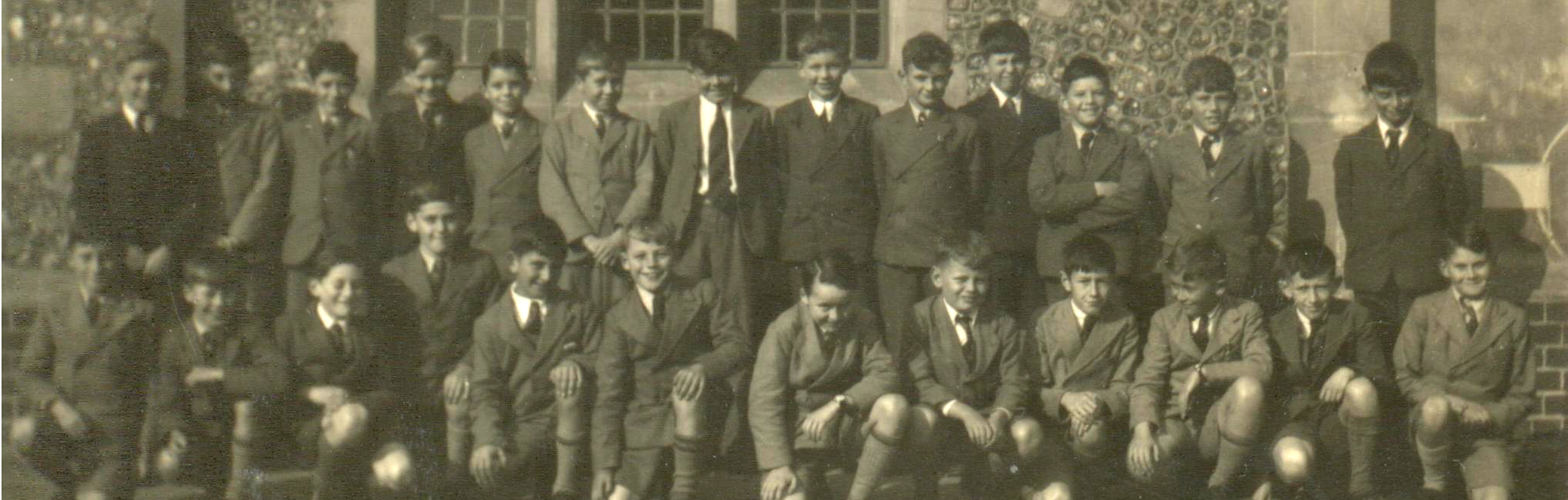 1941 from Eric Foxall - - Form 1 Junior School - Form Master R. O. Saunders